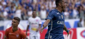 Cruzeiro vence e segue invicto na liderança do Mineiro