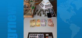 Nova Serrana: trio suspeito de tráfico é preso com maconha, dinheiro e pássaros da fauna silvestre