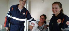 Equipe realiza parto de alto risco dentro de ambulância do SAMU