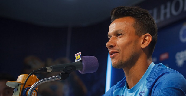 """Henrique comemora evolução do Cruzeiro e o momento """"garçom"""""""