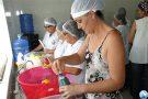 Cantineiras aperfeiçoam conhecimentos sobre procedimentos padrões nas cozinhas das escolas municipais