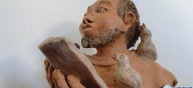 """Escola Municipal de Artes e Ofícios abre exposição """"A Arte de Eloísa Xavier em Retrospectiva"""""""