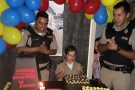 Policiais Militares participam da festa de aniversário de garoto admirador da PM
