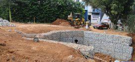 Obras em rua interditada no Senador Valadares devem ser concluídas na próxima semana