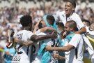 Corinthians goleia o Paraná no Durival Britto