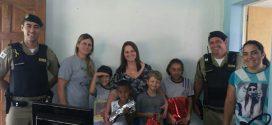 Córrego D'anta: militares oferecem alimentos e materiais didáticos para escola pública