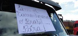 Governo anuncia acordo para acabar com protesto, mas caminhoneiros continuam parados