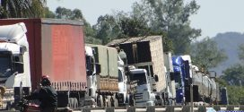 Caminhoneiros mantêm protestos nas rodovias federais