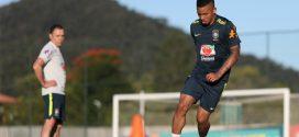 Neymar, Jesus e Danilo vão a campo para trabalho com bola