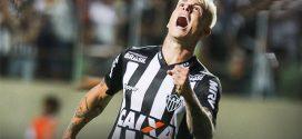 Galo bate o Cruzeiro e assume liderança do Brasileirão