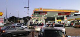 Com medo dos combustíveis acabar, donos de veículos formam longas filas nos postos de Pará de Minas