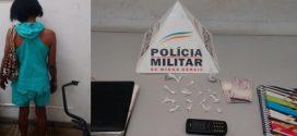 Pará de Minas: mulher denunciada por tráfico é presa com crack após vender pedra da droga para usuário