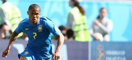 Douglas Costa está fora do jogo do Brasil contra a Sérvia