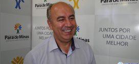Elias Diniz anuncia pagamento de salários, antecipação de 13º, convoca para concurso e descarta paralisar prefeitura