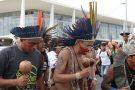 Índios e quilombolas protestam contra cortes de bolsas de estudos em universidades