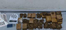 PM prende cinco com 9 Kg de maconha e 20 pinos de cocaína em Formiga