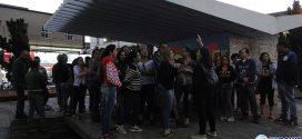 Professores paraminenses protestam em praça pública contra atrasos até do parcelamento de salários