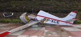 Avião experimental cai na cabeceira da pista do aeroporto de Pará de Minas. Assista o momento da queda