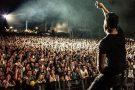 Fonsi é ovacionado em shows na Europa. Assista
