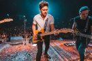Niall Horan divulga canção para animação da Warner. Ouça