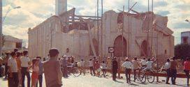 Imagens antigas registram passo a passo a demolição da antiga matriz de Nossa Senhora da Piedade. Veja