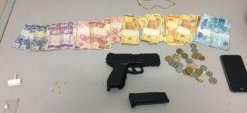 Suspeitos e tráfico de drogas presos com crack, réplica de pistola e dinheiro perto da Ponte Grande