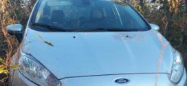 Localizado na zona rural de Pitangui carro tomado de assalto em Pará de Minas
