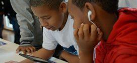 Aumenta o número de crianças e adolescentes conectados só pelo celular