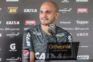 Fábio Santos espera comemorar aniversário com vitória do Galo no clássico
