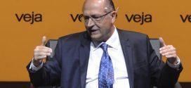 Alckmin defende reforma para reduzir número de partidos
