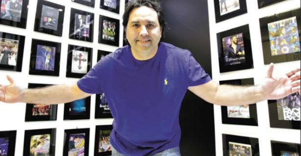 """Artistas preferem gravações intimistas"", diz Troncoso. Assista"