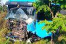 Batida entre carro e carreta mata duas pessoas na BR-262 em Nova Serrana