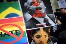 Brasileiros residentes no exterior protestam contra ditadura e pela democracia