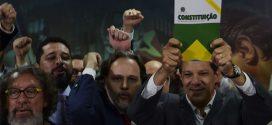 """Na presença de juristas, Haddad chama campanha anti-PT de """"tentativa de fraude"""""""