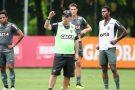 Levir Culpi comanda treino para jogo contra o Fluminense