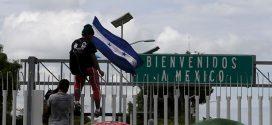 Hondurenhos entram no México, apesar de ameaças de Trump