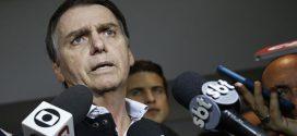 Jair Bolsonaro e filhos reagem às denúncias de fake news nas redes sociais