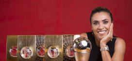 CBF homenageia Marta em dia inesquecível na Casa do Futebol Brasileiro