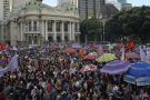 Mulheres protestam pelo país contra Bolsonaro e pela democracia