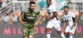 Com gols do aniversariante, líder Palmeiras vence o Ceará