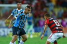 Flamengo vence o Grêmio e segue vivo pelo título