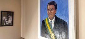 Jair Bolsonaro posta foto com quadro em que aparece com faixa presidencial