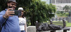 Inaugurada escultura Jesus sem Teto em frente à Catedral do Rio