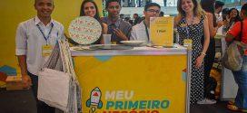 Jovens de escolas estaduais vendem produtos próprios em shopping de BH