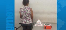 Imagens de câmeras de monitoramento ajudam na prisão de mulher suspeita de furtar caixa de som no Centro