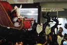 Muita festa na chegada do Papai Noel e inauguração da decoração natalina em Pará de Minas. Veja imagens